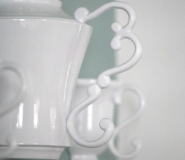 Scroll on Teapot